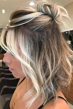Half up half down hairstyles for medium length hair hair hair lengths, bala Short Hair Styles Easy, Curly Hair Styles, Hair Down Styles, Short Cuts, Mila Kunis Cheveux, Cabelo Ombre Hair, Ombré Hair, Hair Gel, Easy Hairstyles