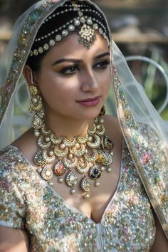 bridal jewelry for the radiant bride Bridal Jewellery Online, Bridal Jewelry, Gold Jewelry, Antique Jewellery, Handmade Jewellery, Quartz Jewelry, Craft Jewelry, Jewellery Designs, Indian Bridal Fashion