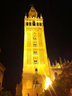 Vista nocturna. Parte Catedral Sevilla.