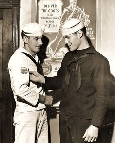No asking/telling worries, just Hot Military Men Marin Vintage, Vintage Men, Vintage Black, Vintage Sailor, Merchant Marine, Navy Sailor, Cute Gay Couples, Men In Uniform, Military Men