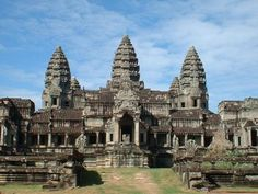"""Campuchia, """"đất nước chùa tháp"""" chứa đựng bao điều bí ẩn làm mê đắm nhiều du khách. Nơi ấy, vẻ đẹp nguyên sơ cùng sự hùng vĩ của Angkor, cung điện Hoàng Gia, Bokor in đậm dấu ấn thời gian. Con người Campuchia dung dị, thân thiện và mến khách sẽ khiến ai cũng phải ngưỡng mộ ngành du lịch Campuchia."""