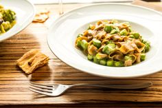 Fettuccine integrali fatte in casa con asparagi e burro fatto in casa