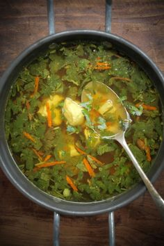 Immune boosting Chicken-Soup with ginger, turmeric, 10 garlic, chicken stock and meat, coriander stem just a few changes and this can be paleo Paleo Chicken Soup, Paleo Soup, Garlic Chicken, Tofu Soup, Curry Soup, Coconut Chicken, Recipe Chicken, Chicken Curry, Healthy Chicken