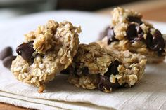 Can you enjoy cookies with no sugar and none of the artificial stuff? Sure you can! Skinnytaste's recipe for chewy chocolate chip breakfast cookies whips together just 3 simple ingredients: ripe ba...
