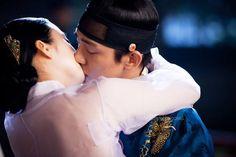 Jang Ok Jung Living in Love Episode 13 Best Historical Dramas, Jang Ok Jung, Kim Tae Hee, Yoo Ah In, Korean Traditional, Kpop, Drama Movies, Captain Hat, Bride