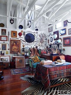 Art dealers Patricia Ortiz Monasterio and Jaime Riestra came together to design this Mexico City home to be well collected and most importantly - relaxed. Interior Decorating, Interior Design, Decorating Games, Bohemian Decorating, Bohemian Interior, Bohemian Office, Bohemian Art, Office Decor, Home Office