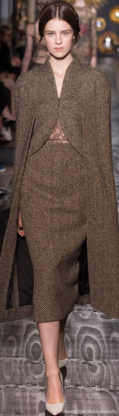 Valentino Haute Couture--cannot go wrong with herringbone tweed xx Image Fashion, Love Fashion, High Fashion, Winter Fashion, Fashion Show, Womens Fashion, Fashion Trends, London Fashion, Tweed