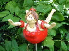 badende Molly Gartenkeramik Rosenkugel von Terra-Cottage auf DaWanda.com