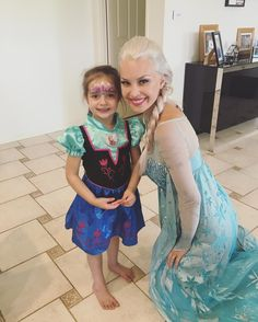 Elsa has had an amazing morning so far surprising Princess Charlotte, and she's off to one more celebration today 💕🎉❄️