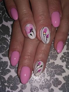 Pink nails with flowers Creative Nail Designs, Colorful Nail Designs, Creative Nails, Beautiful Nail Designs, Nail Art Designs, Nails Design, Chic Nails, Stylish Nails, Pretty Nail Colors