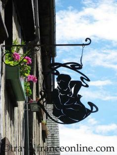 French potter shop sign http://pocketcultures.com/2012/02/10/shop-signs-a-tradition-that-goes-back-to-the-13th-century/ 24/02/2015