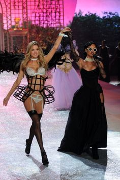 Justin Bieber & Toned Tushies: It's the Victoria's Secret Fashion Show!: Doutzen and Rihanna