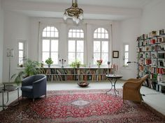 Bücher Altbau. tall ceilings adn the charm of an old apartment covered in books