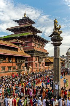 People queuing in front of the Krishna temple in Patan's Durbar Square during the Janmashtami festival. The Janmashtami, is an annual Hindu festival that celebrates the birth of Krishna, the eighth avatar of Vishnu. The celebration includes kite-flying, a fair, traditional sweet dishes, etc. Patan, Nepal. (V)