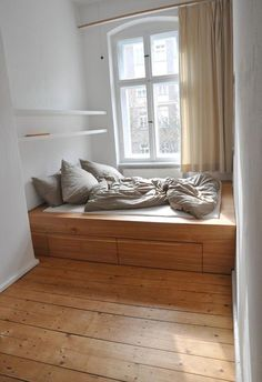 Small spaces again. Another Berlin-based carpenter a friend has worked with h Minimalist Bedroom Berlinbased carpenter Friend Small Spaces worked Small Rooms, Small Spaces, Bedroom Small, Small Beds, Small Small, White Bedroom, Bedroom Storage, Bedroom Decor, Bedroom Curtains