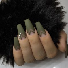If your boyfriend or husband is a soldier, or if you really like army green, these are the perfect attempts to use army green nail designs in another modern style. If you also like army green nail designs, look at today's post, we have collected som Matte Green Nails, Green Nail Art, Army Nails, Military Nails, Army Nail Art, Gel Nails, Nail Polish, Coffin Nails, Acrylic Nails