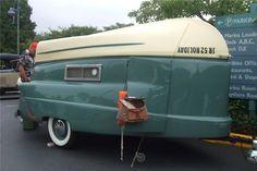 Kom-Pak Sportsman boat and camper Camper Boat, Tiny Camper, Cool Campers, Vintage Campers Trailers, Vintage Caravans, Camper Trailers, Retro Campers, Classic Campers, Vintage Rv