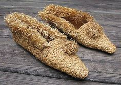 Old Iroquois corn husk funeral moccasins sewn with sinew 3.5x10in #5691 Geat Lak