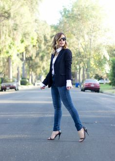 Today's look wearing a black blazer and white shirt from Uniqlo, Zara skinny jeans and a gold statement necklace.