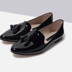 Sapato raso verniz sintético