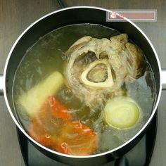 Ciorbă de văcuță cu legume- toți ai casei vor mai cere o porție! - savuros.info Supe, Romanian Food, Ethnic Recipes