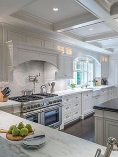 Uplifting Kitchen Remodeling Choosing Your New Kitchen Cabinets Ideas. Delightful Kitchen Remodeling Choosing Your New Kitchen Cabinets Ideas. Classic Kitchen, Cute Kitchen, New Kitchen, Kitchen Decor, Kitchen White, Kitchen Ideas, Kitchen Layout, Awesome Kitchen, Kitchen Trends