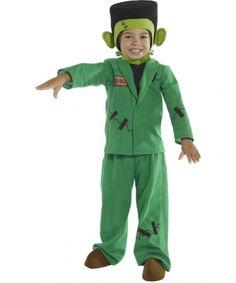 Questo costume da mostro verde per bambino comprende una maglia, un pantalone, un cappello e dei copri scarpe. Il vestito è a maniche lunghe, è fornito di chiusure a strappo per facilitarne l'uso. Finte cicatrici sono impresse sia sui pantaloni che sulla maglia. Il cappello rappresenta la testa di Frankeistein, anch'esso è elasticizzato per avere una maggiore adattabilità. Perfetto per Halloween!