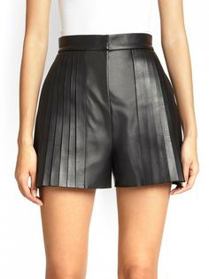 The Secret To Looking Taller Without Heels via Alexander Wang Pintuck-Pleated Leather Shorts Leather Shorts Outfit, Bermudas Shorts, Black Leather Shorts, Pleated Shorts, High Waisted Shorts, Patterned Shorts, Skorts, Leather Skirt, Short Outfits