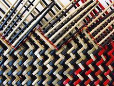 Переплетение 1 Flax Weaving, Paper Weaving, Weaving Art, Loom Weaving, Hand Weaving, Maori Patterns, Basket Weaving Patterns, Traditional Baskets, Maori Designs