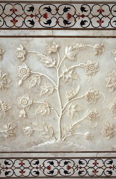 Intricate marble detail carved out along the outside wall of the Taj Mahal. Mughal Architecture, Art And Architecture, Architecture Details, Taj Mahal India, Islamic Art, Indian Art, Beautiful Images, Beautiful Mosques, Sculptures