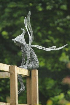 Robin Wight is an British artist uses stainless steel wire to make and form into Beautiful sculpture Fairies . Robin Wight, Chicken Wire Art, Chicken Wire Sculpture, Wire Art Sculpture, Wire Sculptures, Garden Sculptures, Fantasy Wire, Scrap Metal Art, Wire Crafts