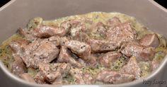 Filet d'agneau sauté, sauce anisée avec un trait de pastis, champignons et estragon, délicieux. La saveur anisée convient très bien à la viande d'agneau. Dans cette sauce, le goût d'anis est apporté par le pastis bien sûr, mais également par l'estragon, une herbe qui est légèrement anisée. Vous pouvez servir ce plat avec de la polenta, ou une purée et des courgettes au thym par exemple.