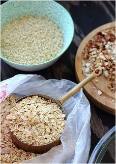 13 Amazing Health Benefits Of Oats: Fibers reduce risk of breast cancer in women after menopause especially if the fiber comes from whole grains. Healthy Baking, Healthy Recipes, Healthy Breakfasts, Healthy Foods, Healthy Life, Vegetarian Recipes, Holistic Nutrition, Health And Nutrition, Granola