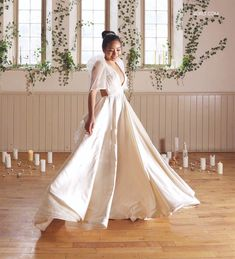 Need a Gown! Here's the best maria clara dress in the Philippines. The María Clara gown, sometimes referred to as Filipiniana dress or traje de mestiza Modern Filipiniana Dress, Filipiniana Wedding, Wedding Gowns, Miss Philippines, Maria Clara, Different Dresses, Independent Women, Cutwork, Designer Dresses