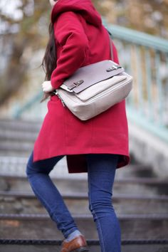 Camille is wearing the Anna Shoulder bag by Tila March