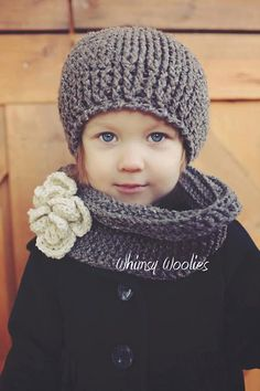 Adorable crochet pattern for little girl: beret hat and scarf. Love it.