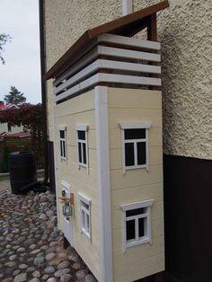 Ilmalämpöpumpun suojakotelo kuin pieni talo   Meillä kotona Wood And Metal, Garage Doors, Shed, Outdoor Structures, Outdoor Decor, Diy, House, Home Decor, Decoration Home