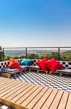 All you need to do here is unwind and enjoy luxurious decor and beautiful views! Farm Villa, Bathroom Bath, Bed Reviews, Luxury Decor, Open Plan Living, Catering, Swimming Pools, Patio, City