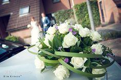 auto bloemstuk trouwen Flower Decorations, Table Decorations, Wedding Arrangements, Wedding Car, Flowers, Om, Floral Decorations, Floral Headdress, Royal Icing Flowers