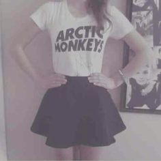 i don't think melodie's that into am anyway but this could easily be a melodie outfit if it were another band tee