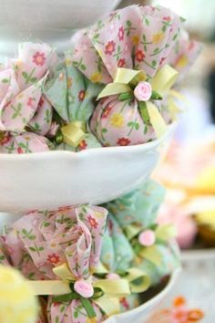 These images of a spring butterfly party in Brazil has amazing fabric flowers, favors, decorations & butterflies, great ideas for a spring or garden party. Soap Wedding Favors, Party Favors, Shower Favors, Bath Bomb Packaging, Butterfly Garden Party, Craft Fairs, Bath Bombs, Small Gifts, Little Gifts