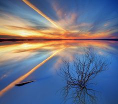 Awesome image ... sky and reflections.