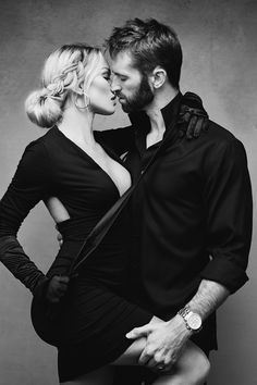 Photo Poses For Couples, Couple Picture Poses, Couple Photoshoot Poses, Couple Photography Poses, Cute Couples Goals, Couple Shoot, Couple Pictures, Portrait Studio, Daddy Aesthetic