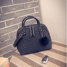 TAS IMPORT KODE: 15119  IDR.171.000  MATERIAL PU  SIZE L28XH22XW13CM  WEIGHT 700GR  COLOR BLACK