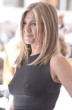 Long-Bob-on-Jennifer-Aniston - Peinados y pelo 2017 para hombre y mujeres Jennifer Aniston Style, Jennifer Aniston Long Bob, Jenifer Aniston, Jennifer Lawrence, Rihanna, Actrices Sexy, Justin Theroux, Rachel Green, Models