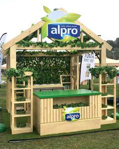 Food Cart Design, Small House Design, Heart Sign, Stalls, Booth Design, Art Direction, Small Bathroom, Pergola, Advertising