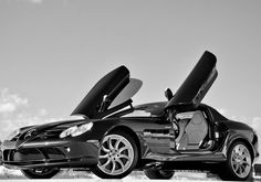 #SupercarSunday kick off with this Mercedes Benz SLR McLaren. Simply stunning! Want more? Click on the image! #hot #spon