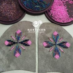 Select vamp or mitt panel (larger or additional on top panels) Beaded Flowers Patterns, Native Beading Patterns, Beadwork Designs, Bead Loom Patterns, Beaded Jewelry Patterns, Indian Beadwork, Native Beadwork, Beading Projects, Beading Supplies