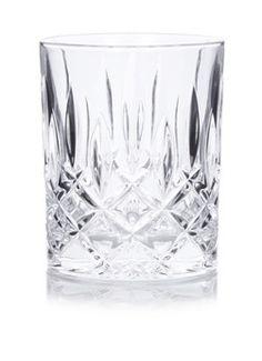 Set van 4 whiskyglazen Noblesse van Nachtmann, gemaakt van kristalglas. De stralende glazen zijn voorzien van diep gegraveerde versieringen rondom en aan de onderzijde en zijn geschikt voor verschillende gelegenheden.