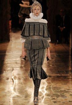 Alexander McQueen - Paris Fashion Week 2013